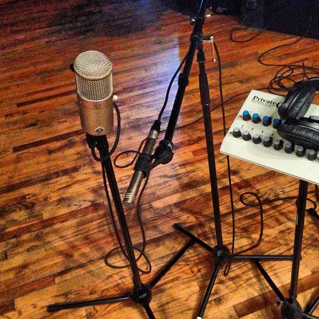 pearl-sound-studios-live-room-mics.jpg